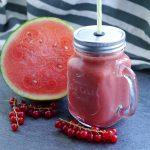 Fruchtiger Wassermelonen Smoothie mit Johannisbeeren